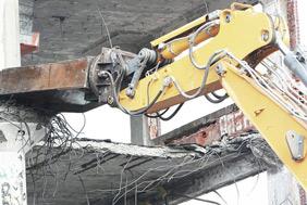 Demolidora utiliza técnica com reciclagem